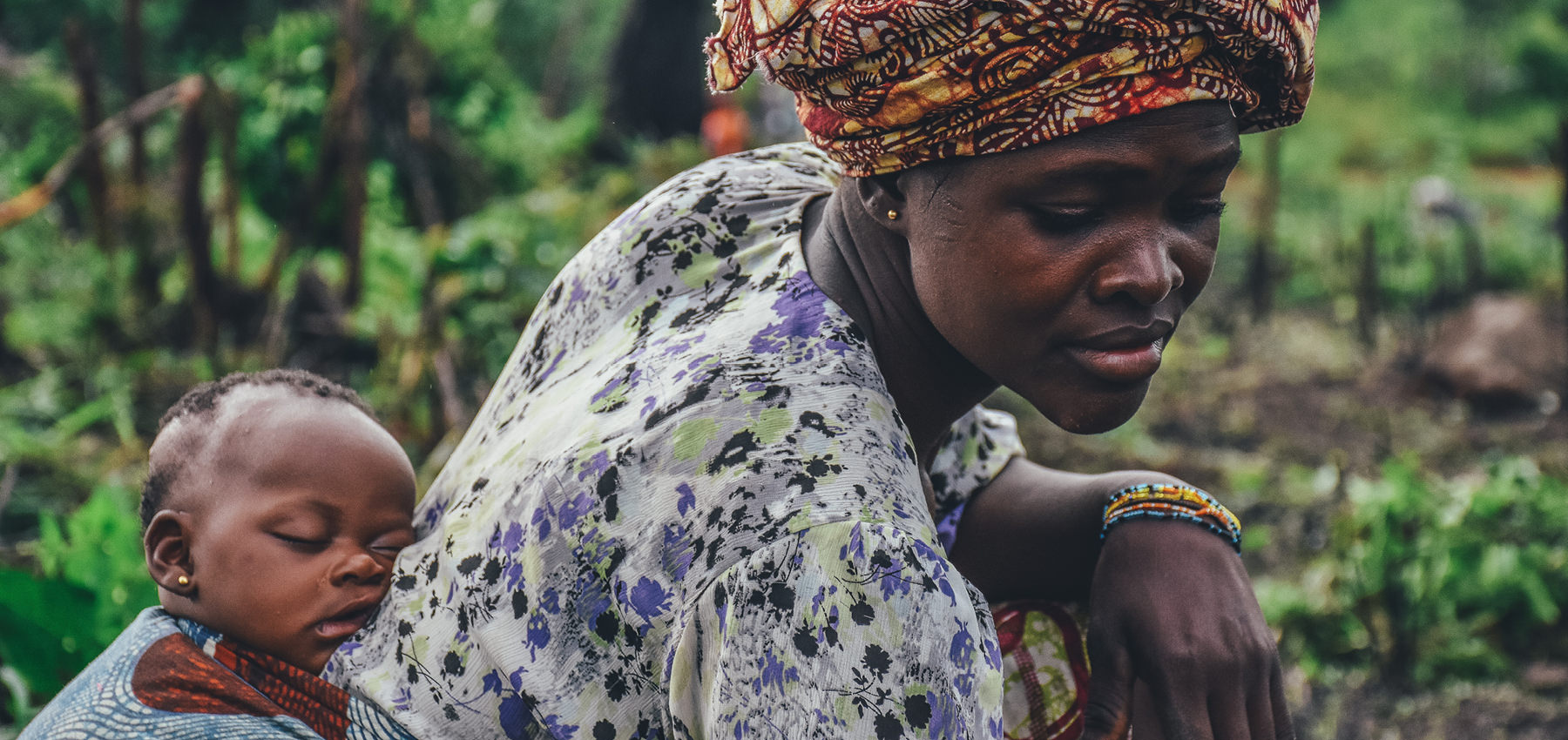 Frau mit Baby, Afrika