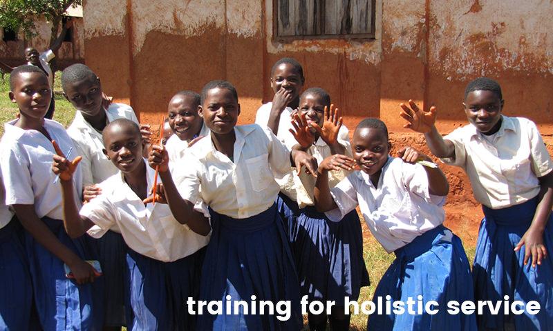 Schülerinnen in Afrika, Text: training for holistic service